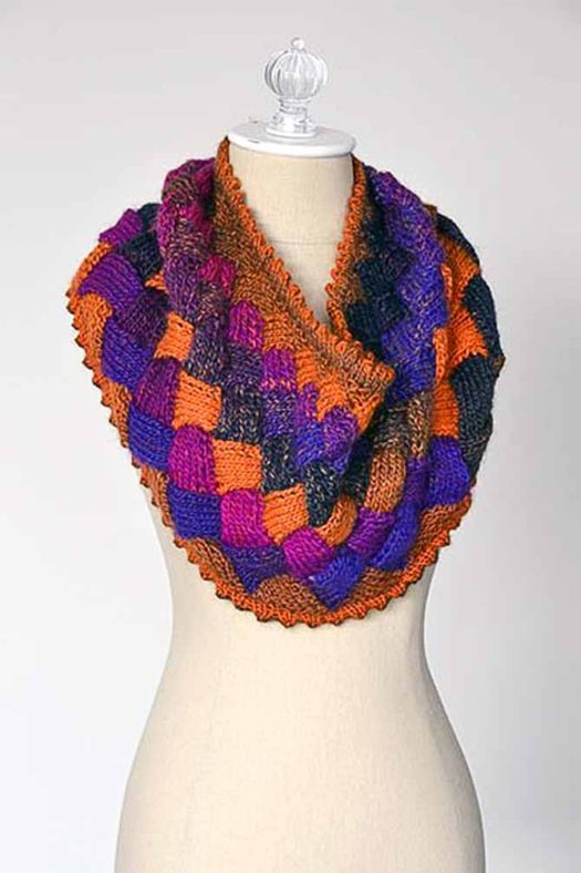 Free entrelac cowl pattern using Classic Shades yarn