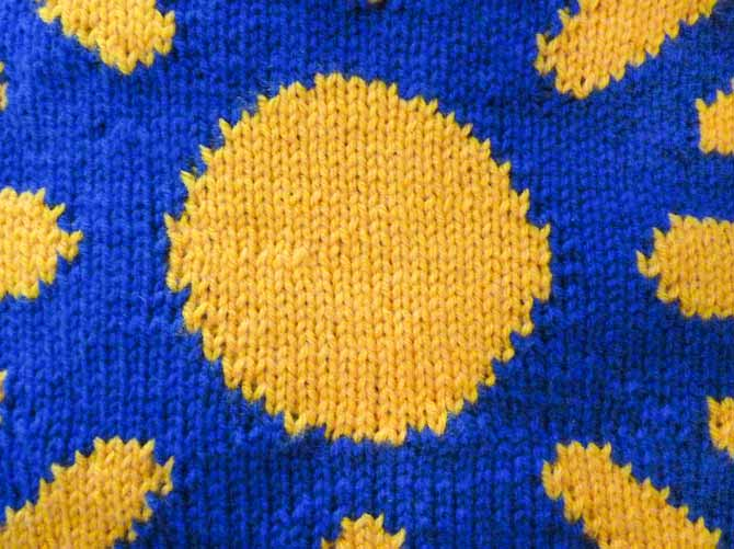 The lumpy-bumpy woven in ends can be clearly seen in the center of this sample.