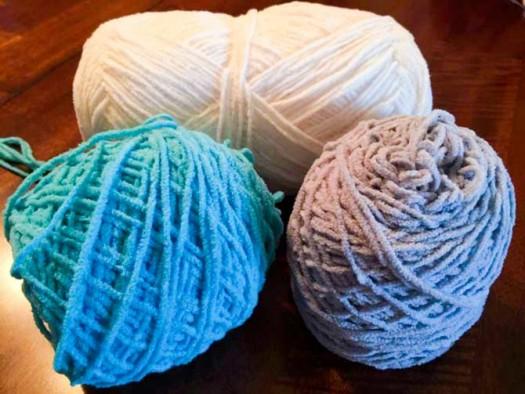 Cutie Pie yarn in colors Cotton, Koala and Splash