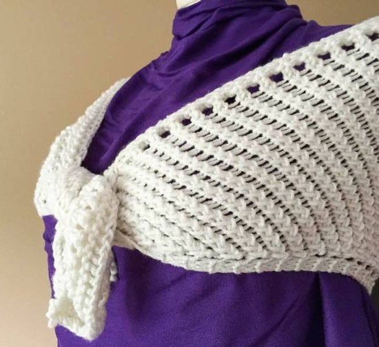Summer lace shawl in the color Eggshell