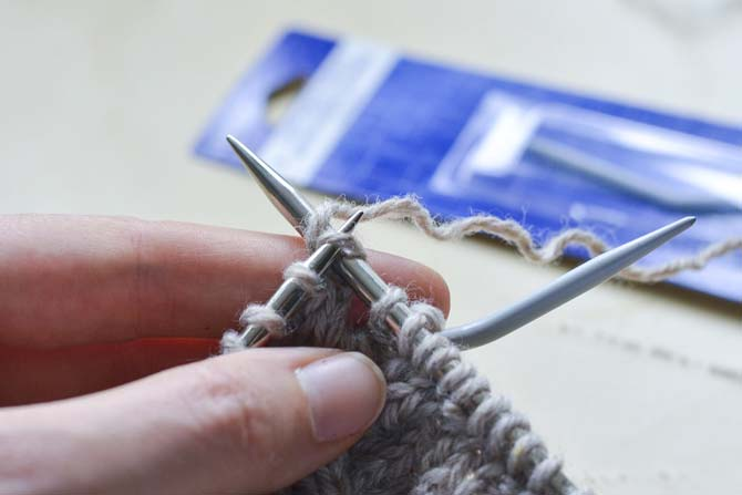 C4R (right cable over 4 sts) Step 3: Knit the next 2 stitches as normal.