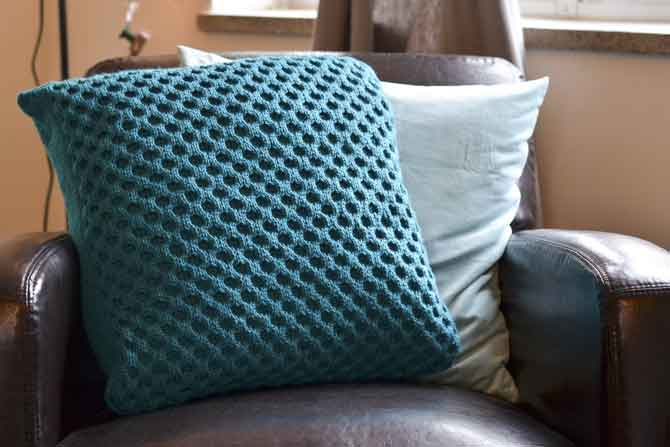 This is what your finished Uptown Worsted cushion will look like! Enjoy this new knitted accessory for your home.