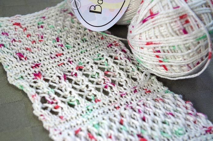 One-color brioche stitch patterns create a perfect backdrop and make the crisp texture of Bamboo Pop Dots stand out.