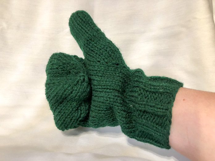 A perfectly knitted thumb in Hunter Green