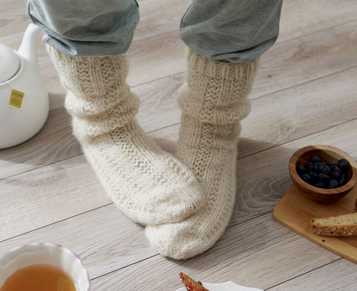 Relaxation socks pattern from Red Heart - free pattern!
