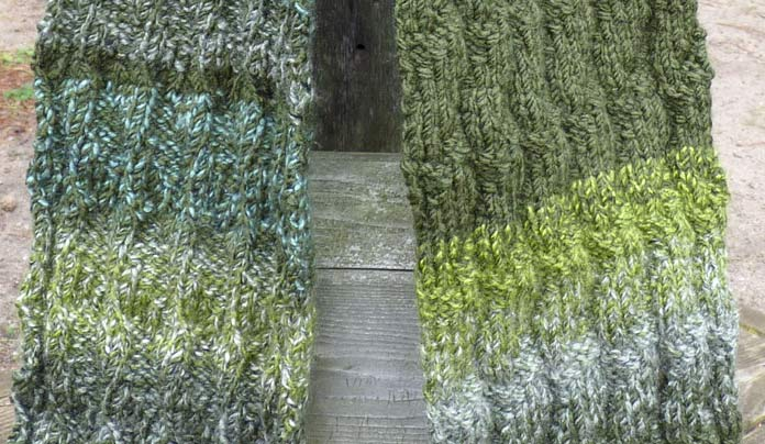 A closer look at the front panels of the Seafoam Seafarer's Scarf