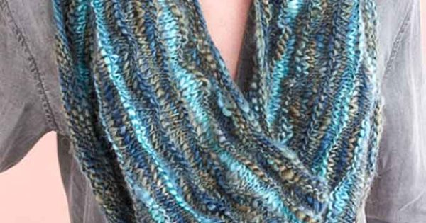 What Knitting Projects Are Ideal For Unforgettable Waves Yarn