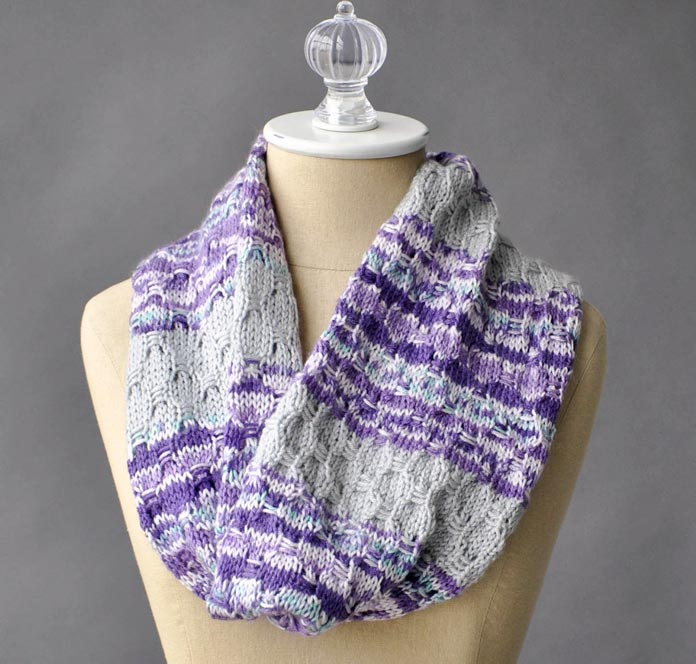 This seamless cowl uses 1 skein each of Uptown DK Magix and a solid color of Uptown DK.