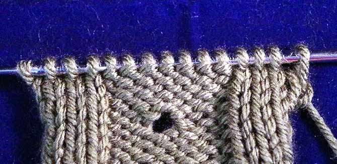 Eyelet in reverse stockinette stitch